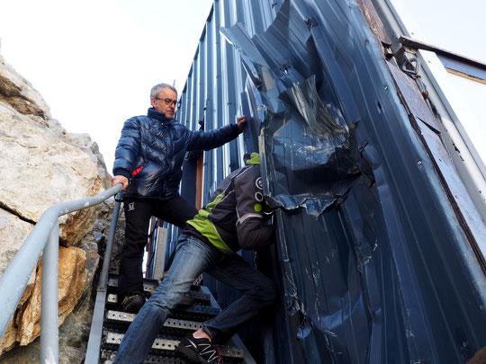 Hier matin lors de l'inspection des dégats suite aux chutes de blocs. Merci à vous !