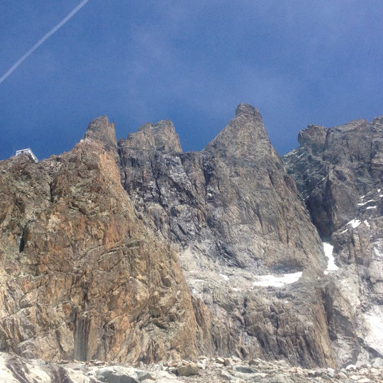 La face Sud du Grand Pic incroyablement sèche, ce vendredi matin. Photo Jean Baptiste Cully. Merci.