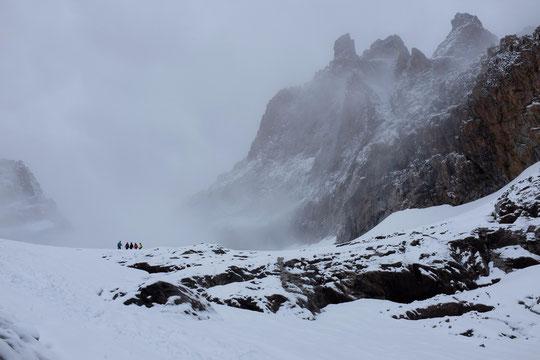 (Cliquer pour l'ambiance...) Nos enfants ont fait découvrir la haute montagne estivale à deux copines : Anna de l'Aveyron et Lou de Toulon. En général elles ne voient la neige au mieux une fois par an. Assurément ce devrait être des souvenirs marquants !