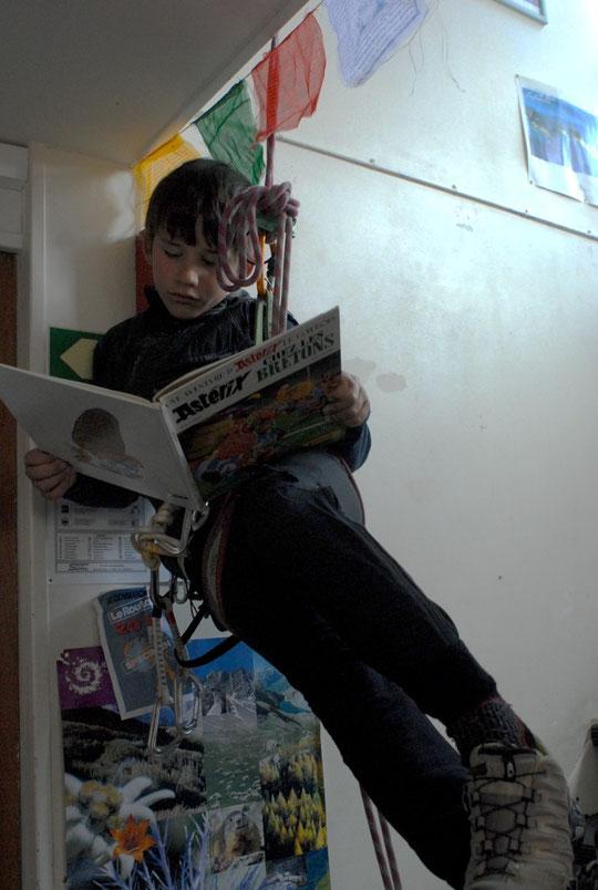 Le salon lecture du refuge (vu par Yoska !)