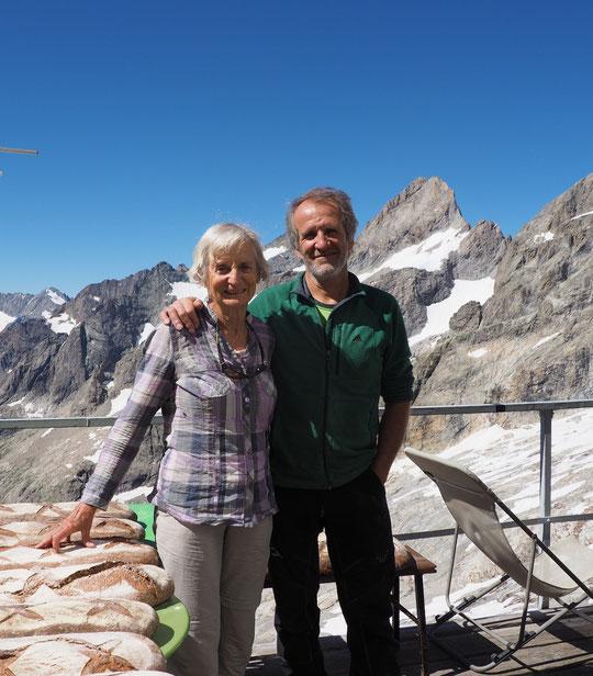 Barbara Ehringhaus se bat pour  la protection du Mont-Blanc et sa reconnaissance  au Patrimoine Mondial de l'UNESCO . Présidente de l'organisation mondiale Pro Mont-Blanc, à  79 ans elle est montée nous voir au Promontoire (Photo Christelle, merci ! )