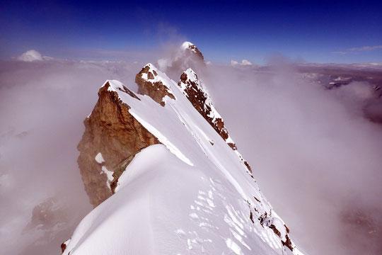 """Un grand merci à """"Poggi""""(pseudo C2C) pour cette superbe photo des Arêtes de la Meije et du Grand Pic,  prise depuis le Doigt de Dieu le weekend dernier.  Ca donne bien envie... mais on peut aussi attendre (un peu) qu'il y ait moins de neige sur la Meije."""
