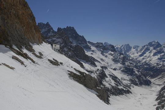 L'enneigement ce jour depuis le pied de la Brêche de la Meije, en altitude, ça skie bien...