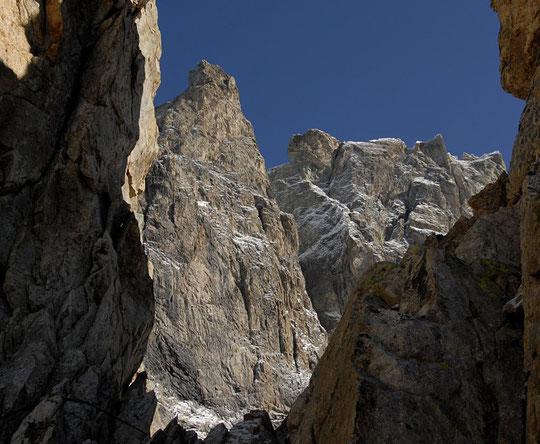Le grand Pic et une partie des arêtes de la Meije vu du refuge, par la brêche du Crapaud