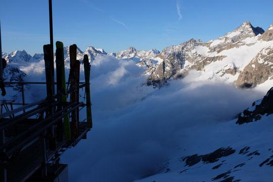 Allez, cette fois ci devrait être la bonne... on essaye de monter jeudi 29 mars ! Enfin, la saison de ski de rando en haute montagne devrait arriver...  et peut-être se poursuivre tardivement jusqu'au mois de mai !