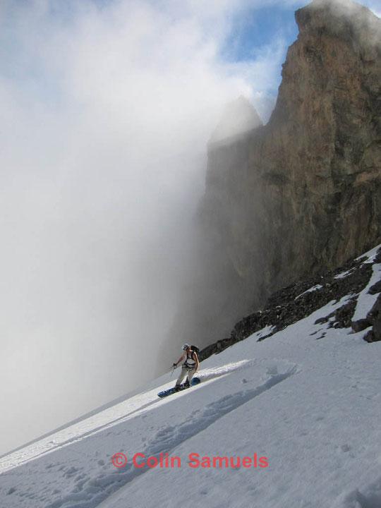 Merci à Colin pour sa photo de la descente du Glacier Carré en snowboard.