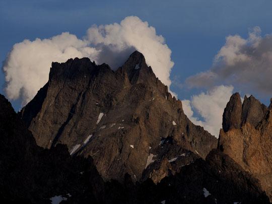Hier soir après le départ des nuages d'orages, le spectacle était sur la terrasse. Les nuages ont joué avec les hauts sommets.  Un beau moment !