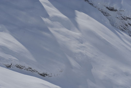Dans le Parc National des Ecrins, un skieur de rando et une trace, depuis le Promontoire... (vous devriez cliquer sur la photo !).