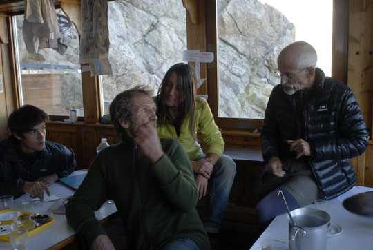 """Avant l'apéro, avec Jean Michel Cambon et Benjamin (un des jeunes qui a réalisé la """"Chapoutot/Dibona"""" cet été)."""