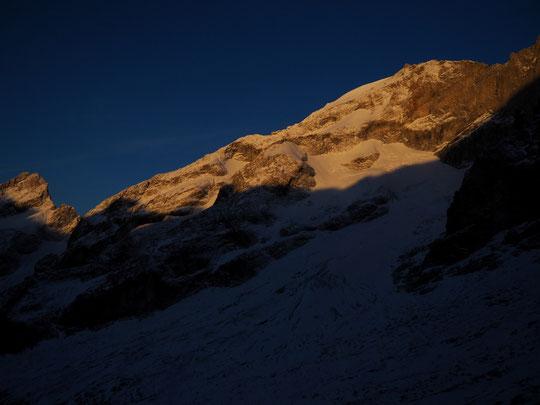 A 3800m premier soleil de ce 24 octobre sur le sommet du Rateau.
