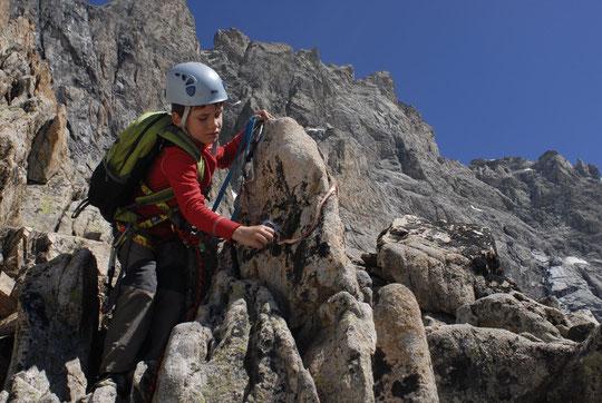 Hier, pour Yoska, c'était l'apprentissage de la grimpe en tête dans le debut de la Traversée de la Meije (jusqu'au Campement des Demoiselles).