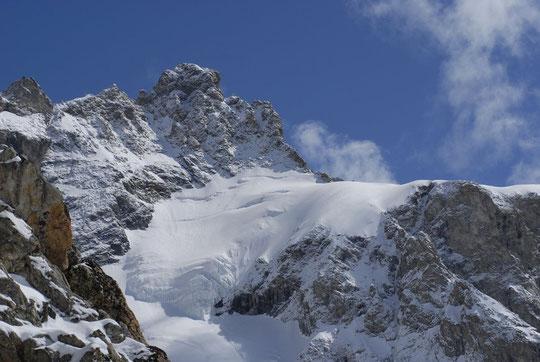 A midi également, le col du Pavé vu depuis le Promontoire.