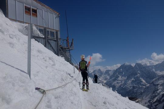 Après 1400m de dénivelé, ça fait du bien d'arriver là... et d'aller boire sur la terrasse !