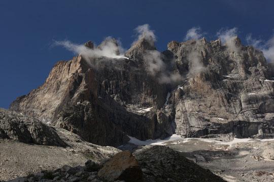 La magnifique Face Sud de la Meije et le refuge du Promontoire. (Photo Kolia Meignan).