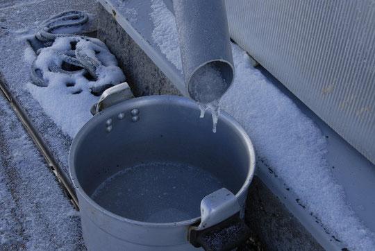 (ce matin) Par moins 11°: avoir de l'eau au refuge, c'est pas toujours simple...