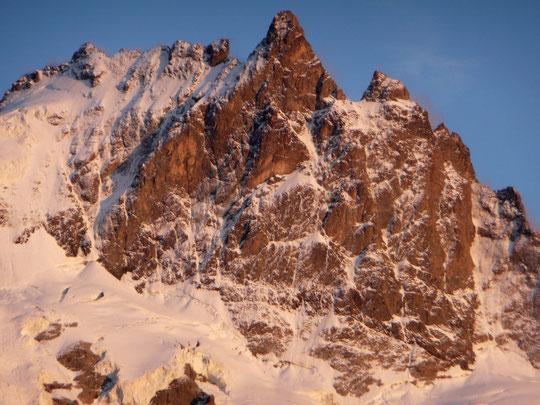 La face Nord de la Meije dans les conditions actuelles. Il y a plein de possibles...quand le temps va redevenir beau. Merci à Mathieu Perrussel pour cette photo, prise ce dimanche et transmise hier.