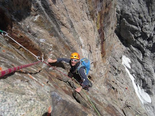 """Ce weekend dans la face Sud du Grand Pic de la Meije. La Directe Sud ou """"Pierre Allain"""" : un grand voyage d'altitude qui grimpe """"en continu"""" sur un itinéraire historique de 900m (ouvert en 1933 !). Merci à la cordée Verger pour la photo."""