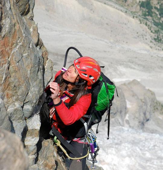 Nathalie dans la dernière longueur au Grand Pic de la Meije. (photo Paulo Grobel)