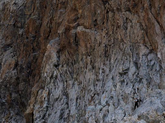 Terrain de jeux et expériences de vie (suites...), Yoska, notre fils de 12 ans, refait son monde... dans les rochers, vers 3100m, au pied de la Meije .