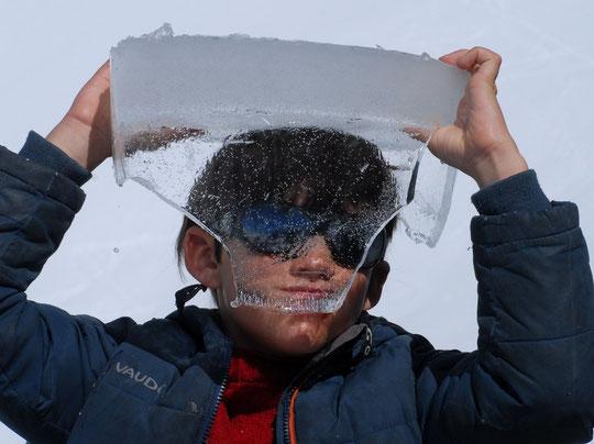 Au Promontoire Yoska réinvente le casque... avec la matière du coin !