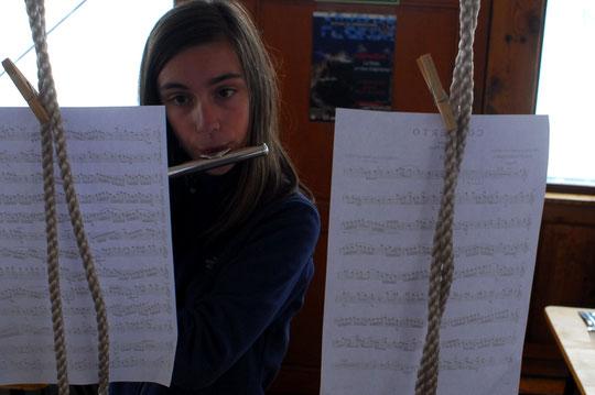Valentine 14 ans voulait monter au Promontoire (pour la 1ére fois !) et  jouer  pour les 50 ans du refuge.  Bravo à toi ! et Merci.