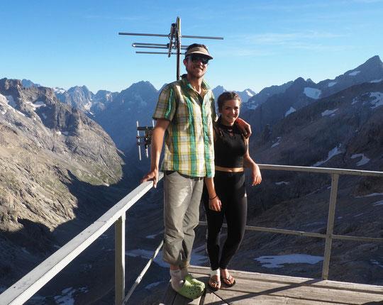 En cette 10ème saison au refuge Leïla a retrouvé hier un des protagonaistes de cette ouverture majeure, Simon Rémy qui depuis est devenu guide. Merci à tous les jeunes alpinistes qui ont participé à cette aventure initiée par Christophe Moulin. Merci !