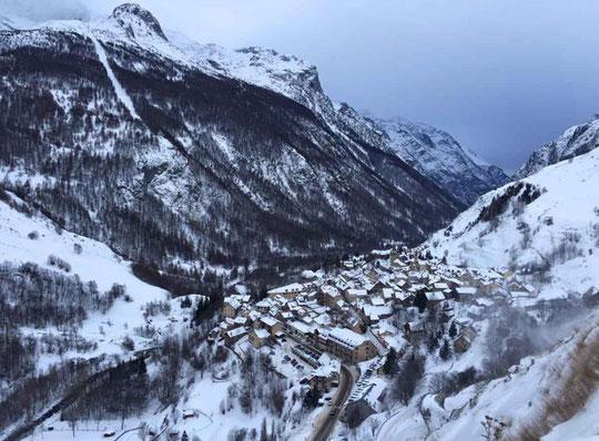 Vallée de la Romanche. Le village de la Grave au pied de la Reine Meije.