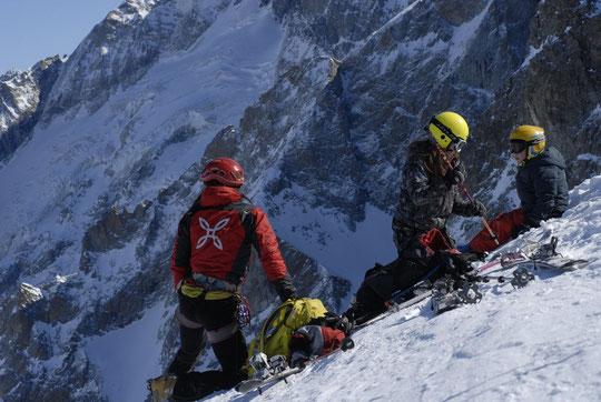 Avec Leïla et Yoska devant le glacier de la Meije (février 2012). Et... le Serret du Savon en haut à gauche.