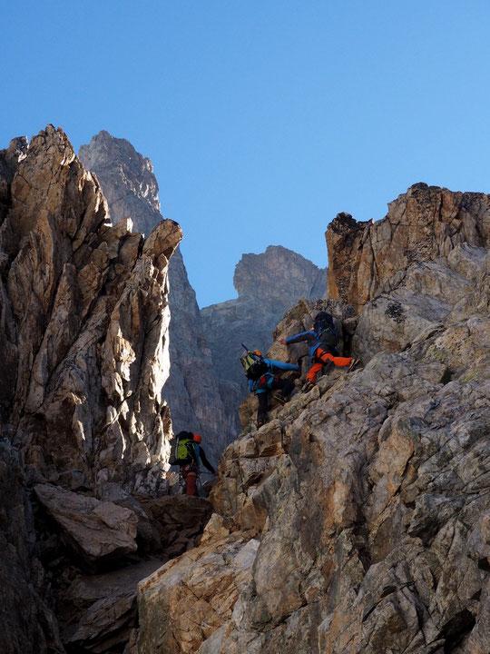 8h20 ce matin. Avec Pierre le jeune guide, Guillemette et Pierre quittent juste le refuge pour le sommet de la Meije ! Un rêve de 40 ans se réalise aujourd'hui. ..  Bon et fabuleux voyage à vous !