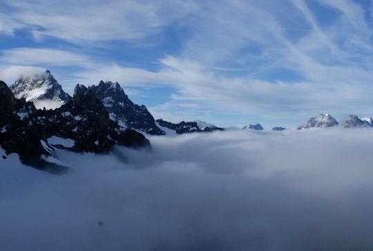 Ce matin à 8h, la mer de nuages est au niveau du refuge.