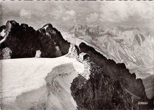 Cliquez pour agrandir : c'est impressionnant ! La photo Francou a été prise en 1939. Les deux photos à la même période, probablement au mois d'août. Intervalle environ 75 ans (à peine le temps de vie d'un homme).