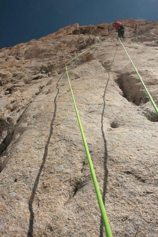 """""""Nous partirons dans l'Ivresse"""" une très belle voie de 450m en bon rocher, facette Sud Ouest de la Meije (Photo Yannick Guyot)."""