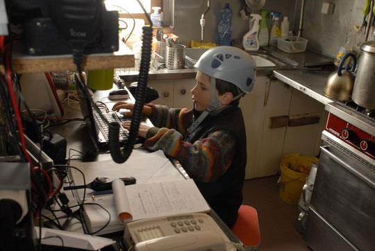 Même pour faire un petit tour sur l'ordi du Promontoire, il vaut mieux mettre le casque...