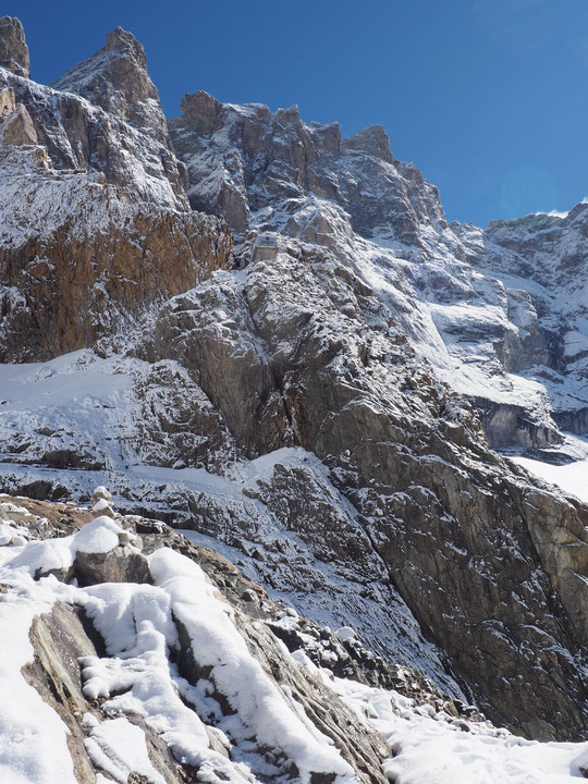 """""""La Meije est un sommet mythique, une montagne d'histoires...  et le refuge du Promontoire est un lieu chargé d'expériences de vies alpines extrêmement intenses"""""""