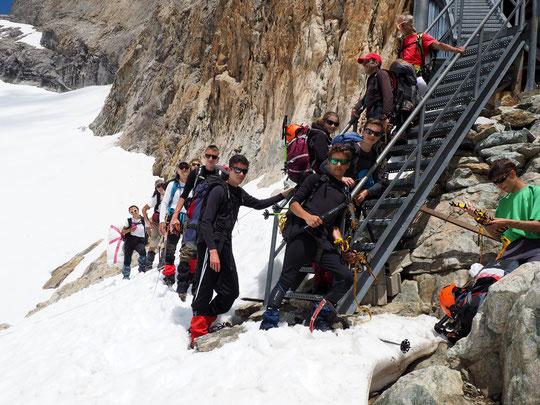 Hier après midi, nos premiers passagers de la sasion estivale 2017. Bravo aux 7 lycéens de 1ére à Annonay qui ce matin vont vivre l'expérience d'une couse d'alpinisme jusqu'à la brèche de la Meije !
