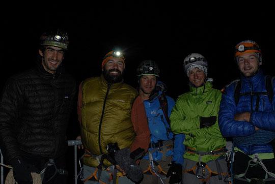 """L'équipe avant le départ, hier à 5h, pour un tournage dans la """"Mayer-Dibona"""", 3ème dent en face sud de la Meije."""