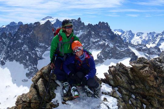 Mélanie notre stagiaire (ici avec son copain Yoan) durant son stage au Promontoire. Photo prise la semaine dernière au col du Pavé (3550m).
