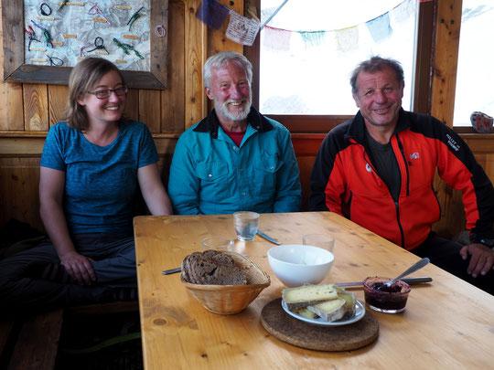 """Sur le cadrage de la photo il ne manque que le vin... Merci Corinna et Greg pour cette belle soirée """"Meijo/Alaskienne"""" au Promontoire. Merci aussi à Philippe, leur guide de haute montagne."""