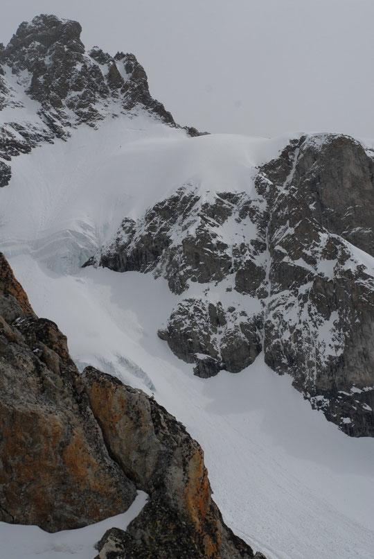 Hier midi, le skieur du col du Pavé (mais où est charlie..?). Ce matin, il est déjà parti avec ses collègues vers la face nord ....