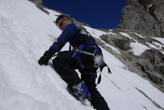 Photo pour nos amis de Morsang sur Orge et de Corbeil: Farid à l'approche de la Brêche de la Meije (3365 m). Il vous dira...