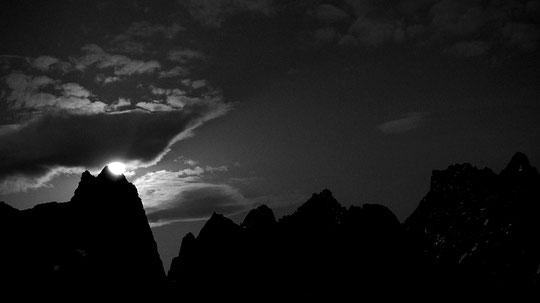 Cette nuit, depuis la terrasse du Promontoire : la lune a fait scintiller... les hautes montagnes !
