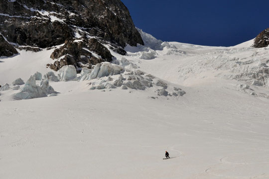 """Des conditions """"démentes"""" pour la descente du glacier de l'Homme ! (photo Thomas Guibelain. Merci)"""