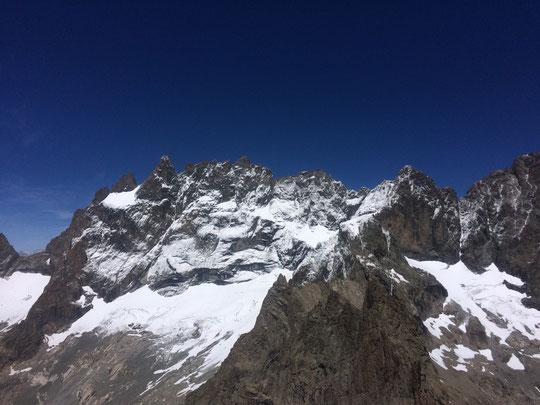 Le même jour, Yann Romaneix (guide) nous a adressé cette face Sud de la Meije prise depuis le Pic Nord du Clos des Cavales. Pour mémoire à ce moment là toutes les faces nord du massif étaient quasi séches !  Merci Yann.