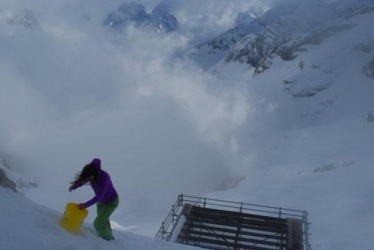 Quand le vent emporte un seau, c'est Pauline (notre stagiaire) qui descend le chercher !