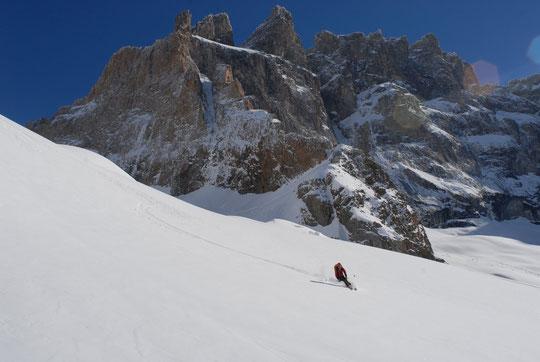 Nathalie ce matin vers 9h, des conditions de ski exceptionnellement bonnes au pied de la Reine Meije !!!!