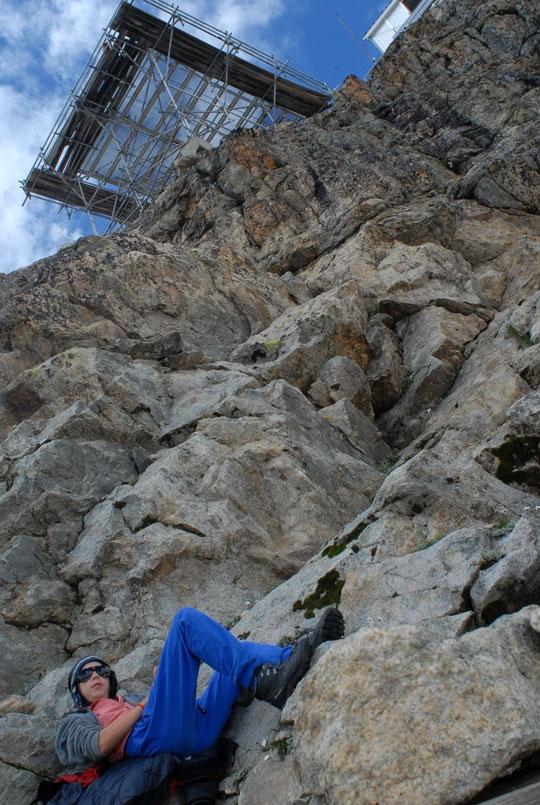 Leïla et Yoska, nos enfants, ont invité une copine à passer quelques jours au Promontoire. Anna, pas particulièrement habitué à la haute montagne, s'acclimate assez bien aux conditions de ces hauts lieux....