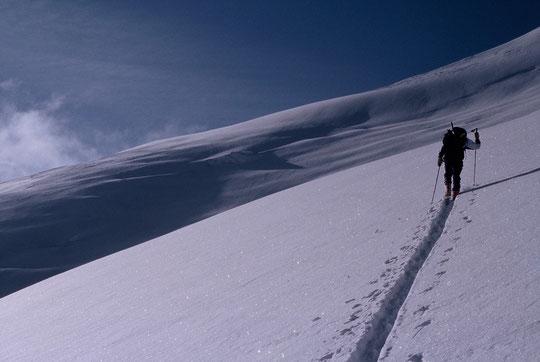 Anouk fait sa trace sur le Dôme des Ecrins,  le 8 mai 2001....