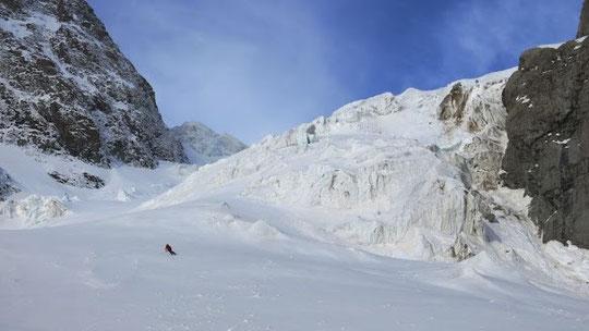 5 mai toujours, le Glacier de l'Homme en bonne condition.