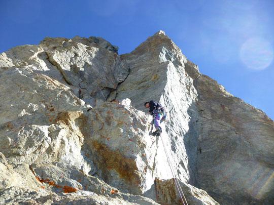 Vers 3700m, au dessus du Glacier Carré... Bichon dans ses oeuvres ! Merci Jean Michel Cambon pour la photo
