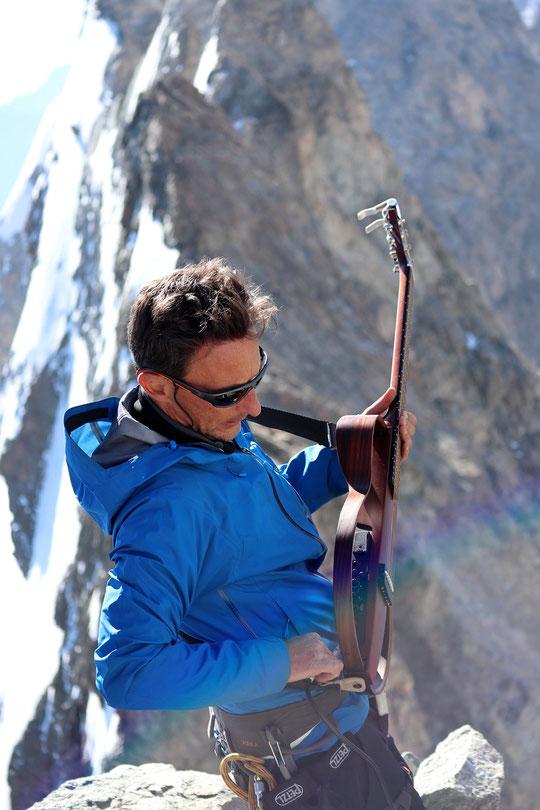 Photos de ZEB  au sommet de la Meije : Pascal Kibler. Merci !